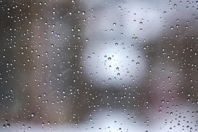 窓ガラスを簡単にピカピカに輝かせる掃除法の紹介です