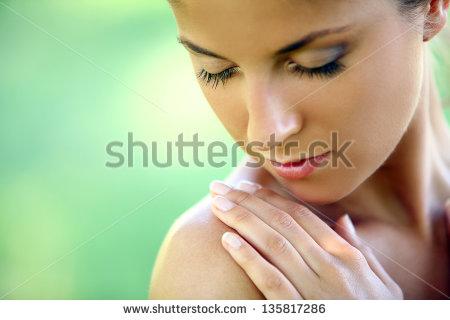 肌の老化を防ぐ方法は?シミ・シワのないつややかな肌にする方法